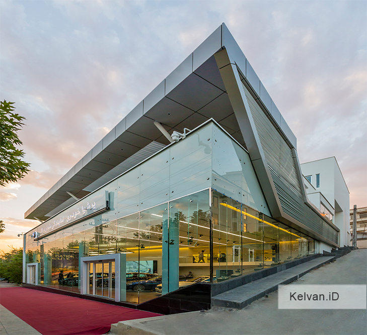 BMW-Showroom & Accessories Center 02