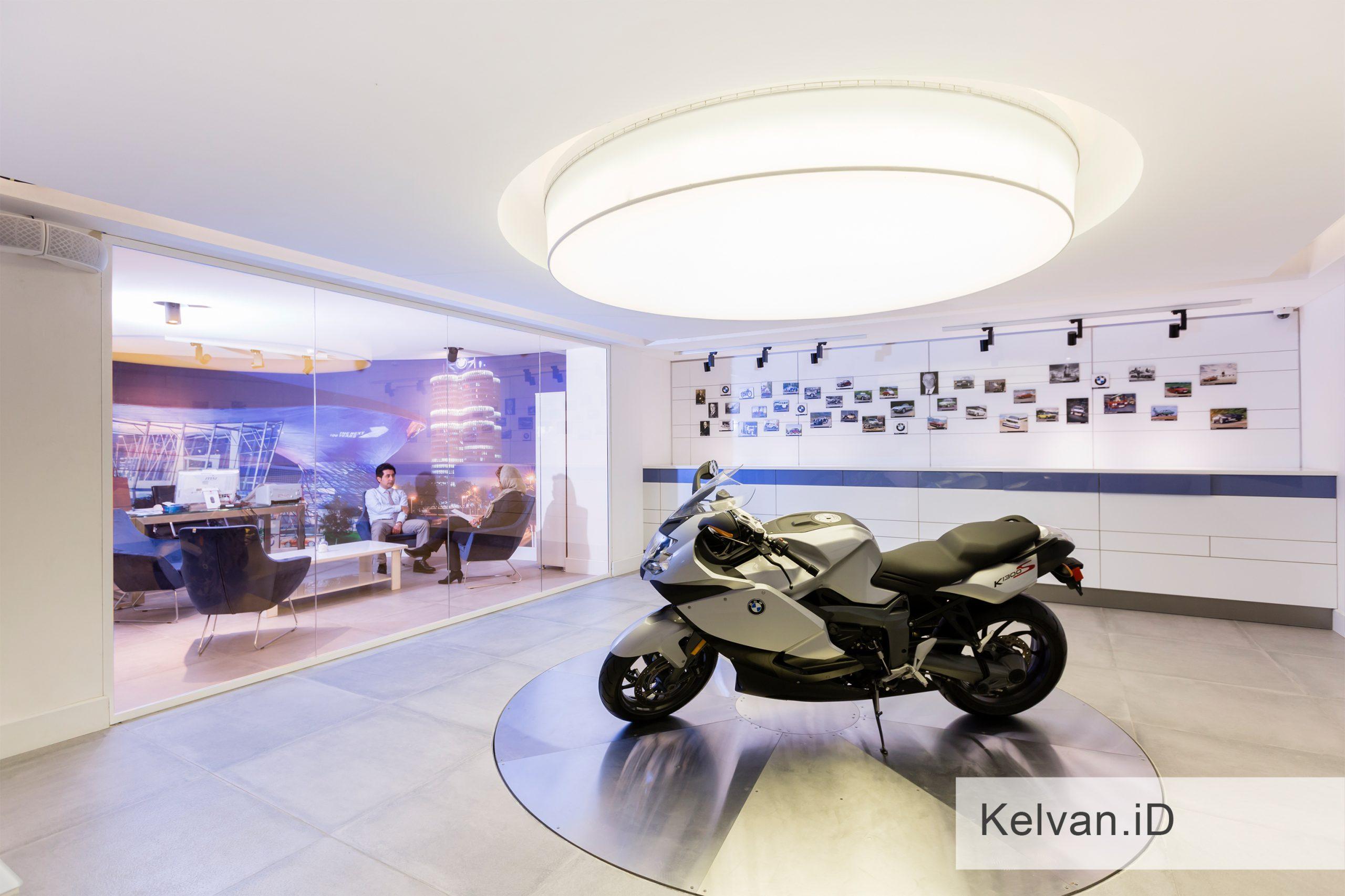 BMW-Showroom & Accessories Center 10