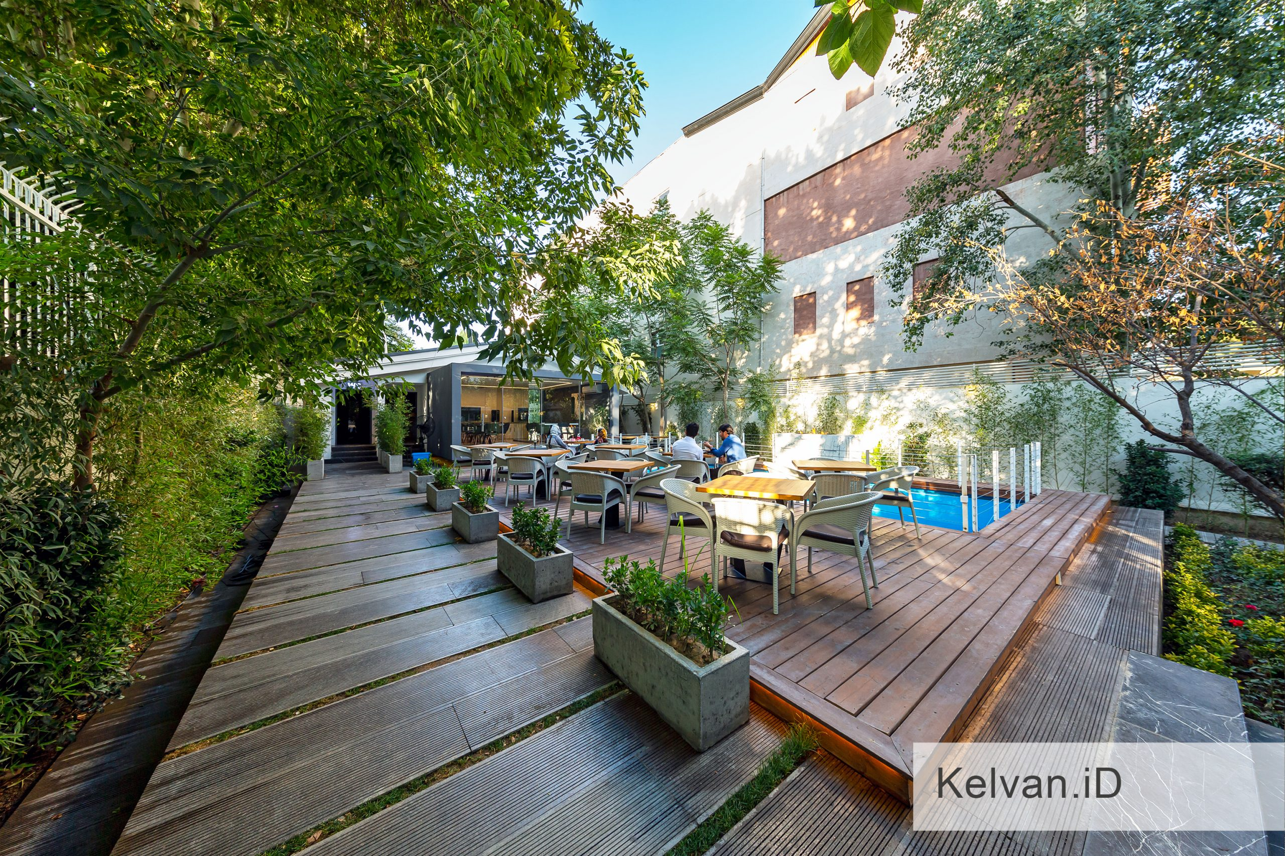 Kelvan-Lukas Restaurant 07